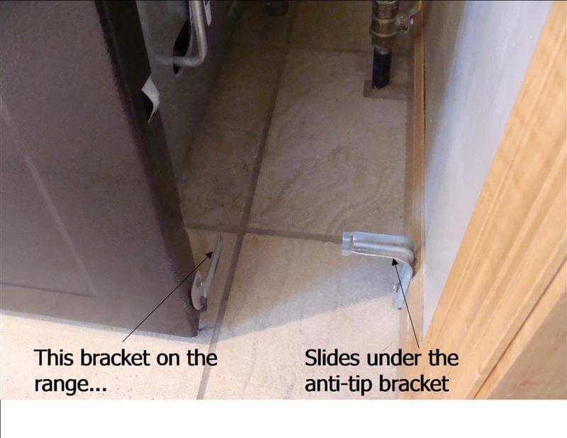 Anti-tip bracket