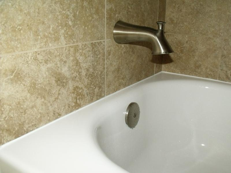 Very neat caulking at tub and wall connection